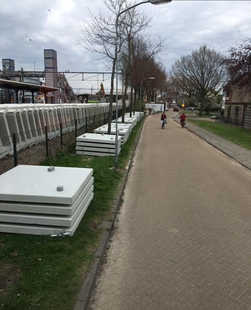 Assen geleverd 300 betonplaten 200x200x014 zonder hoeklijn voor vernieuwing station