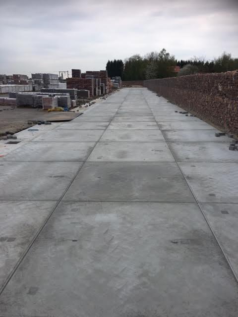 Elst geleverd betonplaten 200x200x014 zonder hoeklijn voor uitbreiding opslagterrein