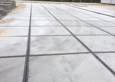 Aalten 250 Betonplaten 200x200x014 met hoeklijn geleverd en gelegd
