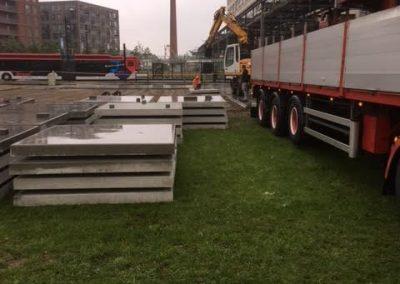 Eindhoven geleverd 500 Betonplaten 200x200x014 zonder hoeklijn voor parkeerplaats