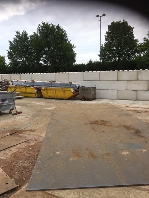 Heteren geleverd voor opslag oud metaal Betonplaten 200x200x016 zonder hoeklijn en B keus Betonblokken