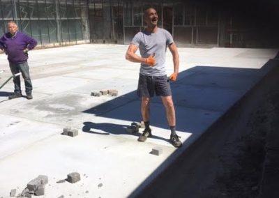 Huissen geleverd en gelegd voor opslag 100 Betonplaten 200x200x014 zonder hoeklijn