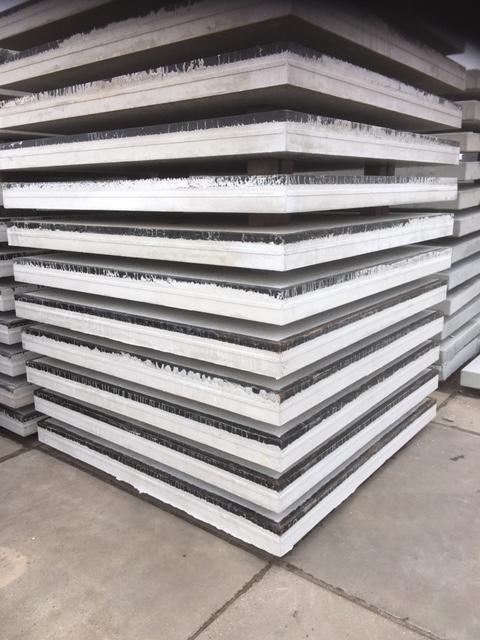 NIEUW !!! Betonplaten 200x200x014 met hoeklijn, stroef, aslast 20 ton, dubbel net rond 8